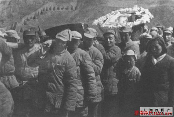 毛泽东唯一一次抬棺材为林育英
